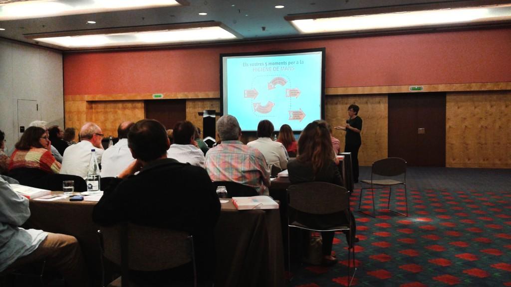 Inibsa Hospital en la conferencia sobre infecciones nosocomiales en la Proresicat (profesionales de residencias geriátricas) con la Dra. Laura Gavaldà.